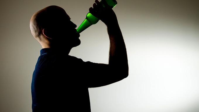 Ipnosi di trattamento di dipendenza alcolica